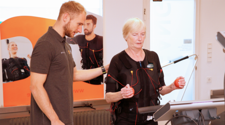 EMS-Training: Auch im Alter unter Strom