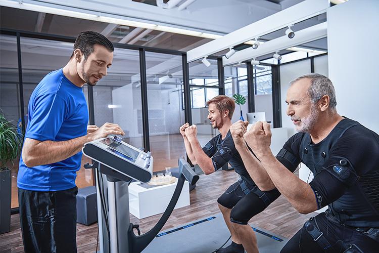 EMS-Trainer und Trainierende